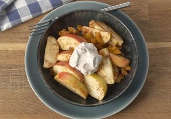 Appel & abrikozensalade met kaneelricotta
