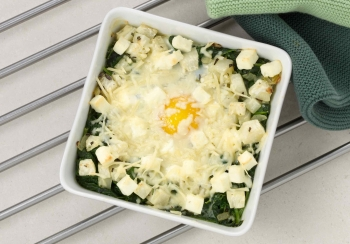 Ovenschoteltje van koolrabi, spinazie & ei