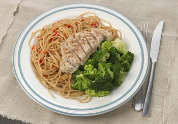 Tonijnsteak met pittige spaghetti & broccoli