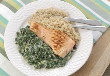 Gegrilde zalm met spinazie & quinoa