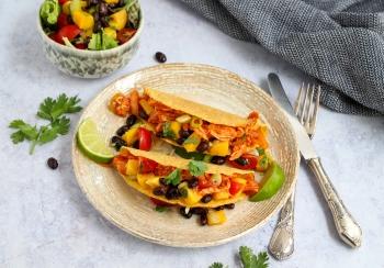 Taco's met pulled chicken & salsa