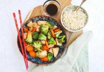 Kip roerbak met broccoli & wortel