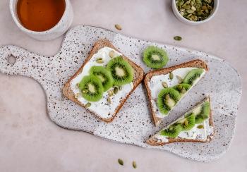 Brood met zuivelspread & kiwi
