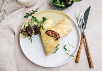 Omelet wrap met rosbief